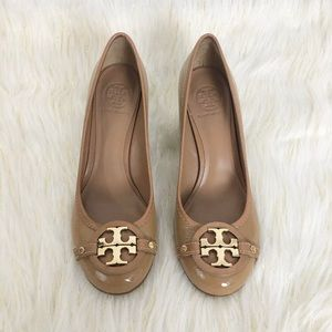 Tory Burch Brown Patent Leather Pumps Big Logo